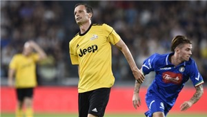Max Allegri bất ngờ dính... chấn thương trước trận Chung kết Champions League