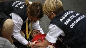 Tay đua 32 tuổi phải cố định cổ sau tai nạn kinh hoàng ở Tour de France