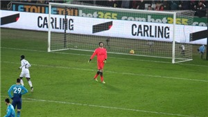 Arsene Wenger nổi đóa với hàng thủ Arsenal sau trận thua Swansea