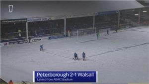 Tuyết phủ kín như Chung kết U23 châu Á, cầu thủ Anh vào sân cào tuyết