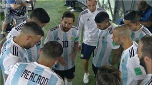 Fan thích thú khi Messi ra dáng thủ lĩnh, chỉ đạo đồng đội ở trận thắng Nigeria