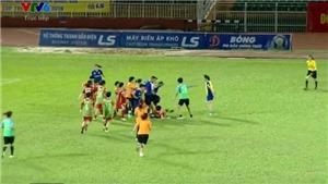 VIDEO: Cầu thủ nữ TP.HCM I và Than KS lao vào đánh nhau tập thể ở sân Thống Nhất