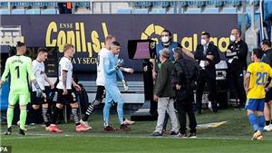 Cả đội Valencia bỏ thi đấu sau khi một đồng đội bị phân biệt chủng tộc