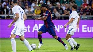 Ronaldinho tái hiện năm tháng đỉnh cao ở trận 'siêu kinh điển' của các huyền thoại