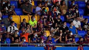 CĐV Barca hô vang tên Messi ở phút thứ 10 trận tranh cúp Joan Gamper