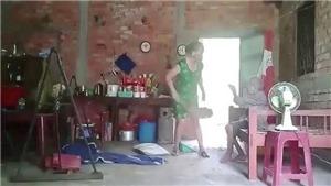 Bắt tạm giam người phụ nữ hành hạ mẹ ruột ở Long An