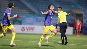 Bóng đá Việt Nam hôm nay: Trọng tài đúng khi không thổi 11m Hà Nội. Bầu Hiển ấn tượng với Thành Lương