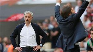 Mourinho phải lựa chọn: Học theo Sir Alex hoặc thất bại như Arsene Wenger