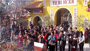 Những chùa, đền, phủ linh thiêng người Hà Nội thường lễ cầu may