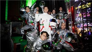 MC Nguyên Khang làm phi hành gia cùng hàng vạn khán giả đếm ngược đón năm mới 2018