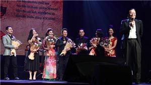 Nhạc sĩ Dương Thụ hạnh phúc với 'gia đình âm nhạc' của ông