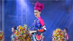 Hoa hậu Khánh Vân trình diễn khai mạc Lễ hội Áo dài TP.HCM