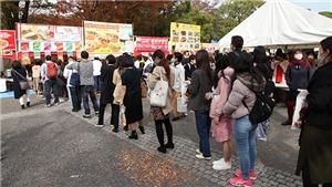 Người Nhật xếp hàng chờ trải nghiệm ẩm thực Việt
