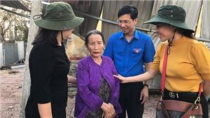 'Bà trùm Hoa hậu' Phạm Kim Dung cùng dàn hậu trao 20 triệu đồng cho mỗi hộ dân bị sập nhà ở Quảng Ngãi
