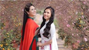 Quán quân Sao Mai Lương Nguyệt Anh - Lương Hải Yến 'khoe sắc' cùng hoa Xuân