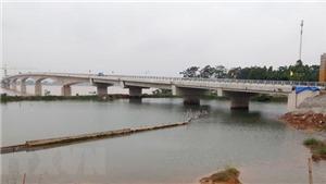VIDEO: Đóng luồng sông Hồng đoạn qua Hà Nội