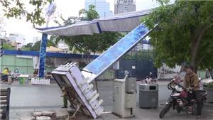 VIDEO: Đổ cổng chào phố đi bộ Nguyễn Huệ, một người bị thương nặng