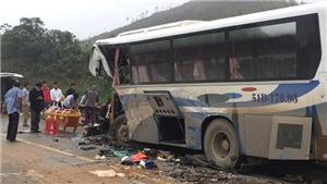 Xe tải tông vào đuôi xe khách, một người tử vong