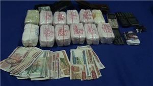 VIDEO: Bắt giữ ba đối tượng vận chuyển 24.000 viên ma túy từ Lào về Việt Nam