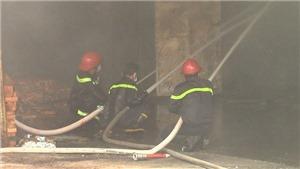 'Bà hỏa' thiệu rụi xưởng gỗ 500m2 thành tro