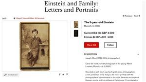 VIDEO: Đấu giá những lá thư và bức ảnh hiếm của Albert Einstein
