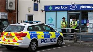Cảnh sát Anh xác định vật dính chất độc thần kinh khiến hai công dân bị nhiễm