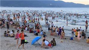 Đà Nẵng khuyến cáo du khách hạn chế tắm biển vì gây nổi mẩn ngứa