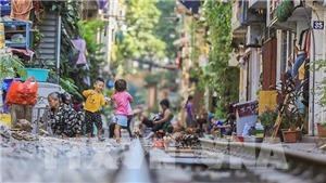 Chùm ảnh: 'Phố đường tàu' Hà Nội thu hút du khách