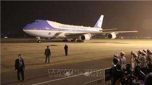 VIDEO: Lễ đón Tổng thống Mỹ Donald Trump tại Sân bay Nội Bài