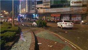 Tài xế ô tô say xỉn đâm vào bục vòng xoay ở thành phố Đồng Xoài