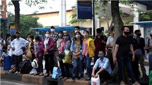 Chùm ảnh: Người dân ồ ạt về Thủ đô sau dịp nghỉ lễ