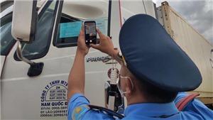 Xe vận tải 'luồng xanh' phải khai báo y tế hệ thống phần mềm quản lý công dân vùng dịch