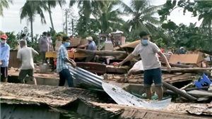 Mưa lớn kèm gió mạnh làm sập và tốc mái 75 căn nhà, một người tử vong