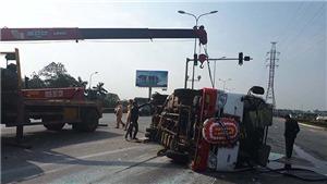 Xe tang chở 20 người đấu đầu Kia Morning làm nhiều người bị thương