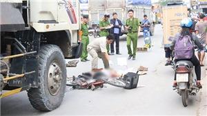 Va chạm xe máy với xe ben, hai người tử vong