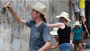 Theo chân cựu chiến binh Mỹ leo cột, trèo tường ngõ phố thủ đô