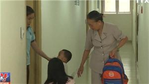 VIDEO: Chung cư Carina hoang tàn sau cháy, những người còn bám trụ sống ra sao?