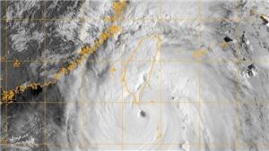 Siêu bão gần Biển Đông có sức gió mạnh nhất 200km/giờ, giật trên cấp 17