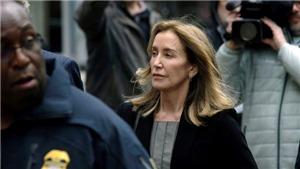 Bê bối 'chạy trường' tại Mỹ: Nữ diễn viên 'Các bà nội trợ kiểu Mỹ' Felicity Huffman nhận tội