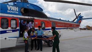 VIDEO: Đưa một chiến sỹ từ quần đảo Trường Sa bị thương nặng về đất liền cấp cứu