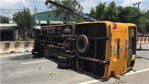 Bình Dương: Khẩn trương điều tra làm rõ vụ lật xe khách khiến nhiều người bị thương