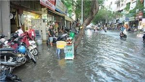 Triều cường vượt mức báo động III tại Thành phố Hồ Chí Minh