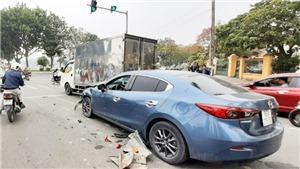 Tai nạn liên hoàn giữa 4 ô tô con trên đường phố ở Vĩnh Phúc