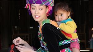 Ngắm hoa hậu Khánh Vân 'hoá' thiếu nữ H'Mông địu em  bên nhà sàn
