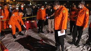 Vụ rơi máy bay tại Indonesia: Lực lượng chức năng tiếp nhận nhiều phần thi thể và vật dụng cá nhân hành khách