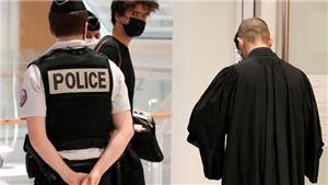 Pháp xét xử 13 đối tượng lăng mạ và đe dọa bé gái chỉ trích đạo Hồi