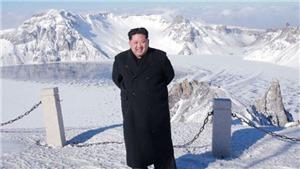 Ông Kim Jong-un leo núi thiêng Paektu mừng vụ phóng thử thành công tên lửa ICBM