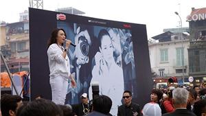 VIDEO: Trời lạnh, Mỹ Tâm vẫn đứng trên loa thùng 'quẩy toát mồ hôi' cùng các fan Hà Nội