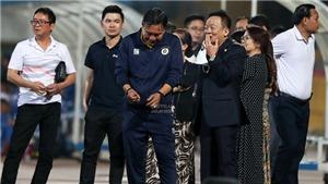 Bầu Hiển làm gì sau chiến thắng giải hạn của Hà Nội FC?