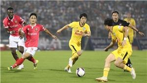 Các CLB V League loay hoay chờ ngày bóng lăn trở lại